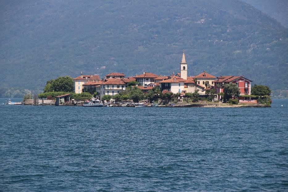 Isola Superior dei Pescatori from the ferry