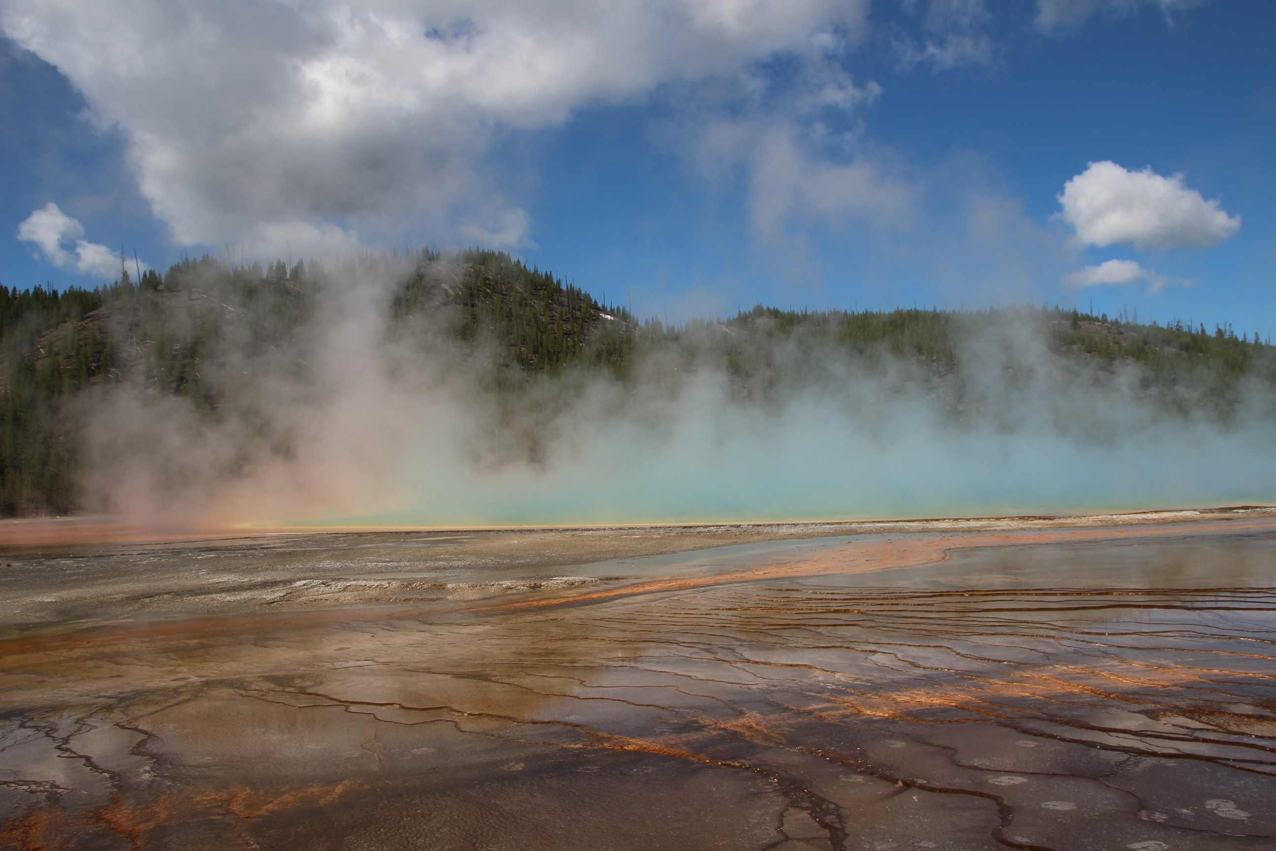 Colourful image of Grand Prismatic Spring in Yellowstone