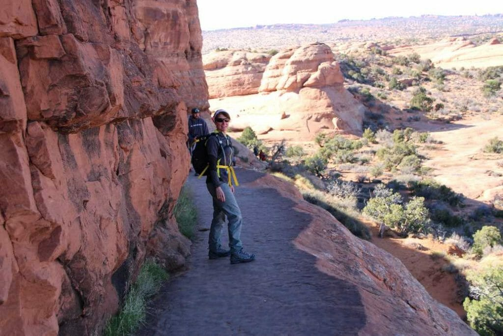 Narrow ridge on the trail to Delicate Arch