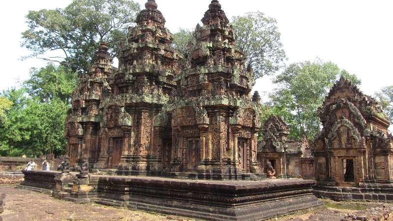 Temple on bike tour in Cambodia