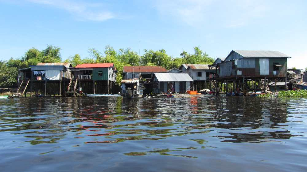 A community on the banks of the Tonle Sap